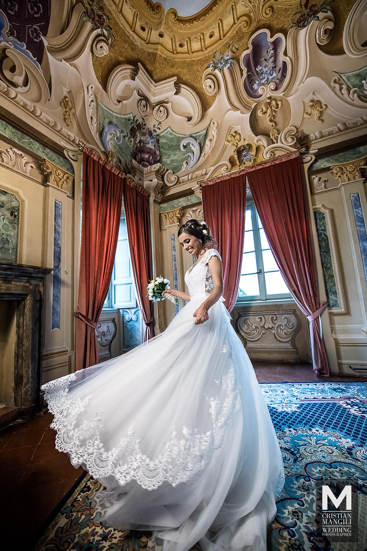 wedding-in-italy-italian-villa-wedding-photography-wife-dressing