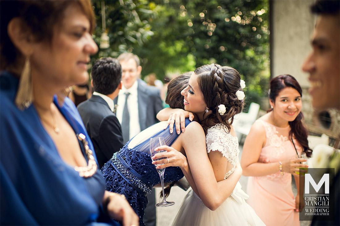 wedding-photographer-italy-wife-hugging-people