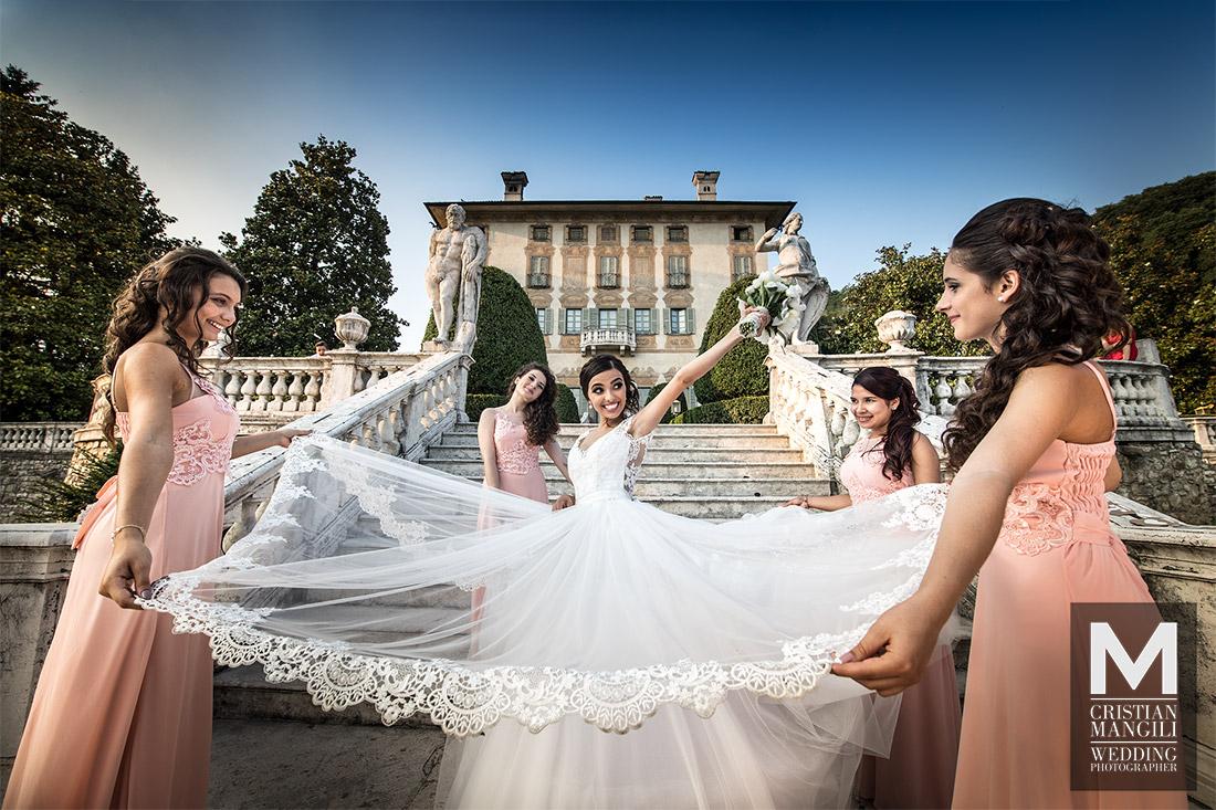 wonderful-bride-and-bridesmaids-italian-luxury-villa-wedding-photography