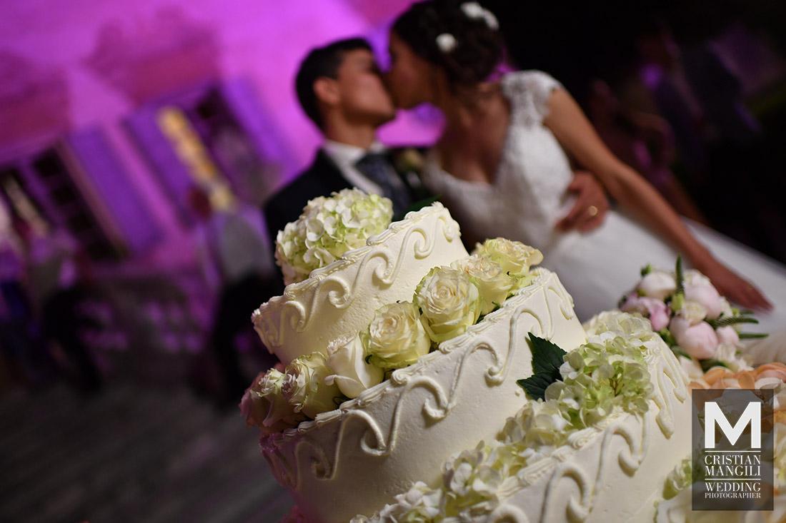 italian-wedding-cake-and-toast-wedding-photography