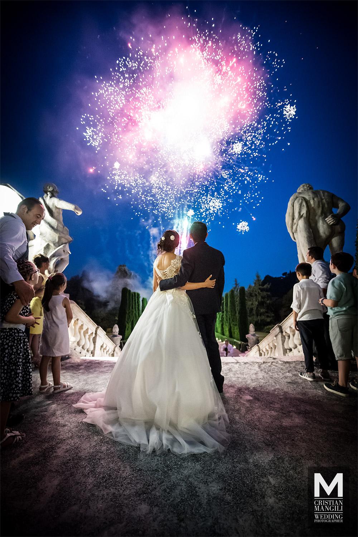 wedding-in-italy-fireworks-romantic-scene-wedding-photographer