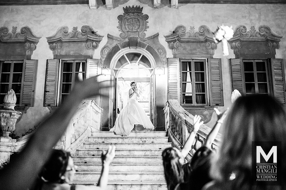 italian-wedding-reportage-professional-photographer-bouquet-party