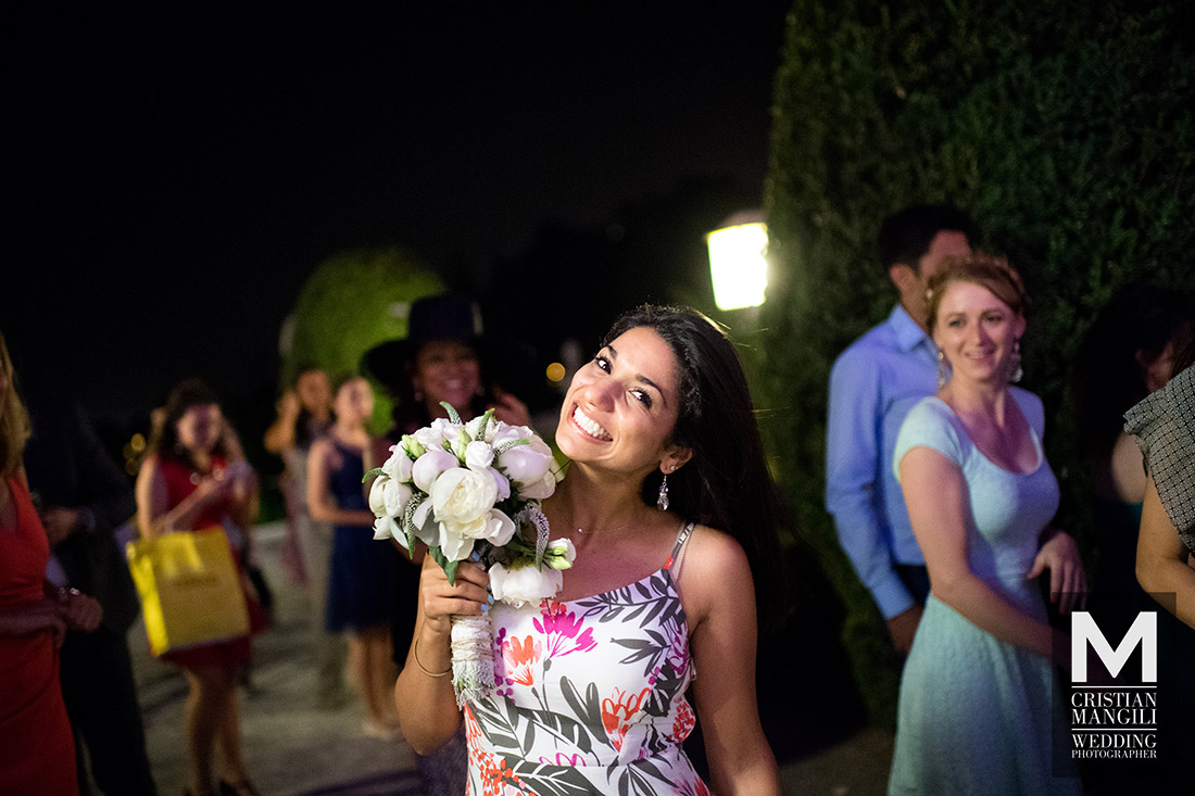 italian-wedding-reportage-photo-bouquet-party
