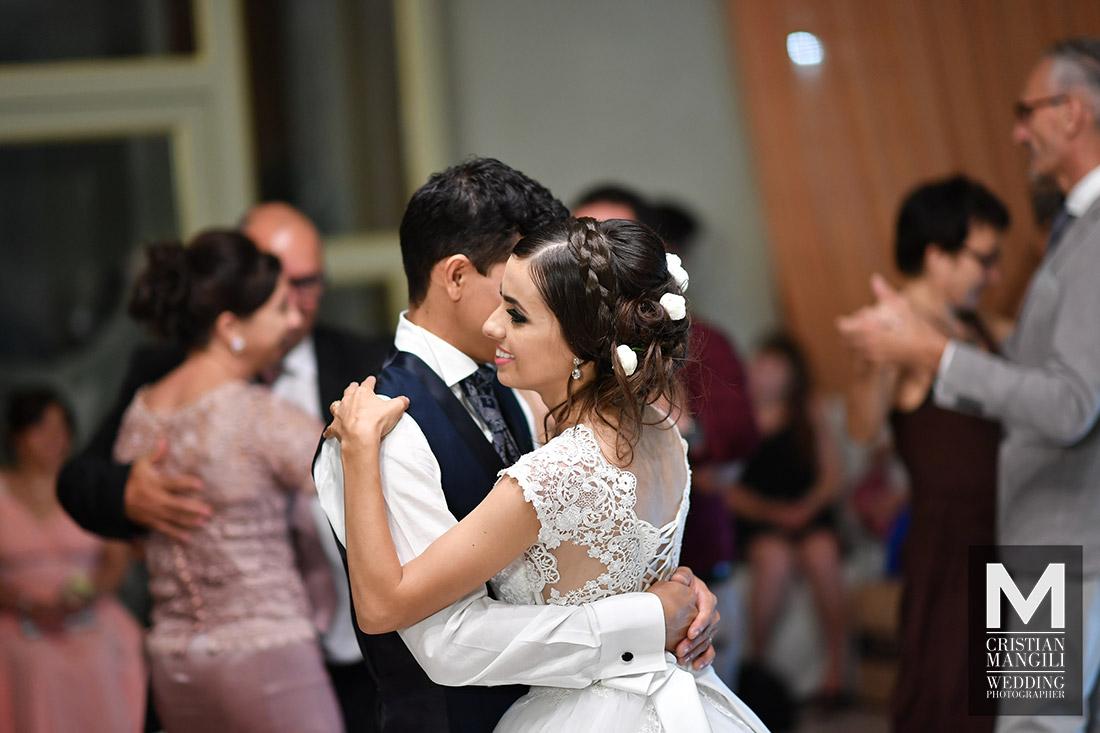 wife-and-groom-dancing-italian-luxury-wedding-location-villa-canton