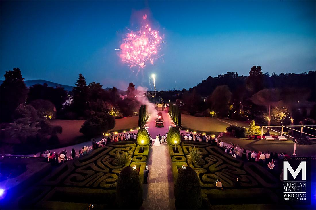 italian-wedding-luxury-villa-maze-at-night