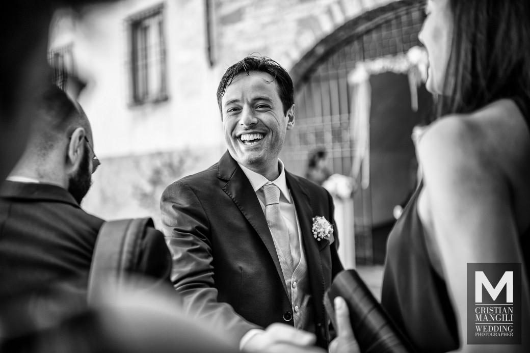groom-waiting-for-bride-wedding-in-italy-photo