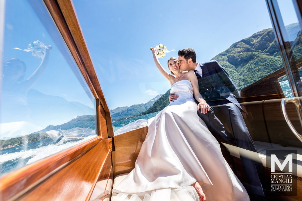 wedding-on-boat-como-lake-professional-wedding-photographer
