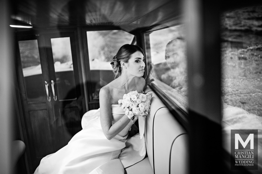 beautiful-bride-on-boat-como-lake-italy-wedding-photography
