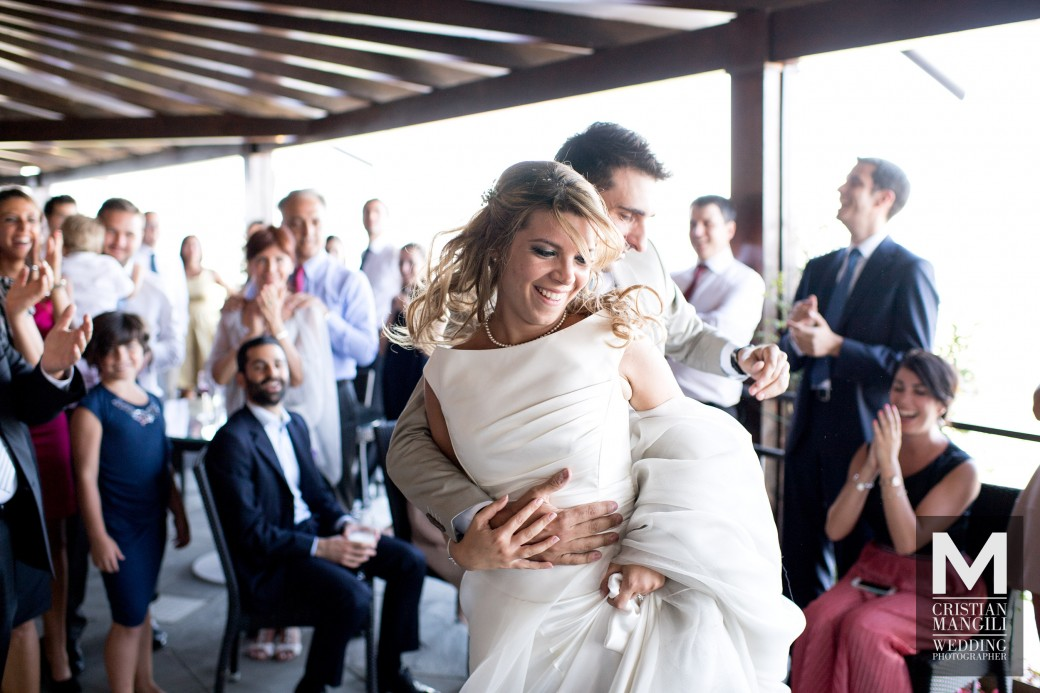 bride-and-groom-dancing-italian-wedding-photographer