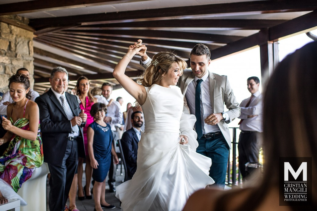 bride-and-groom-dancing-italian-wedding-photo