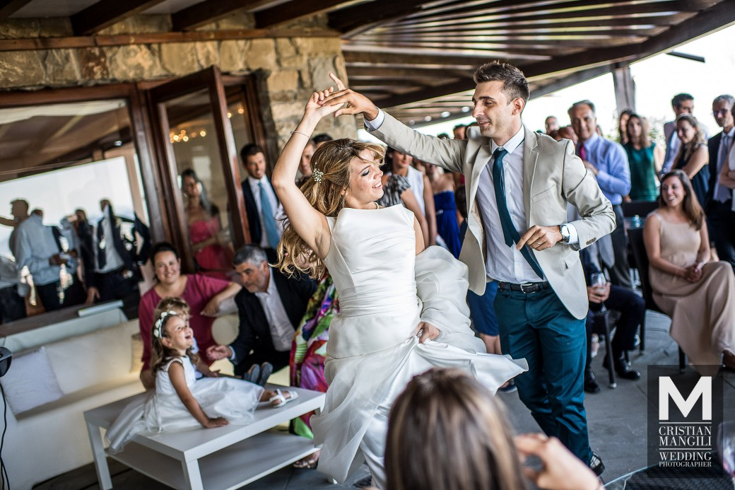 bride-and-groom-dancing-italian-wedding-photography
