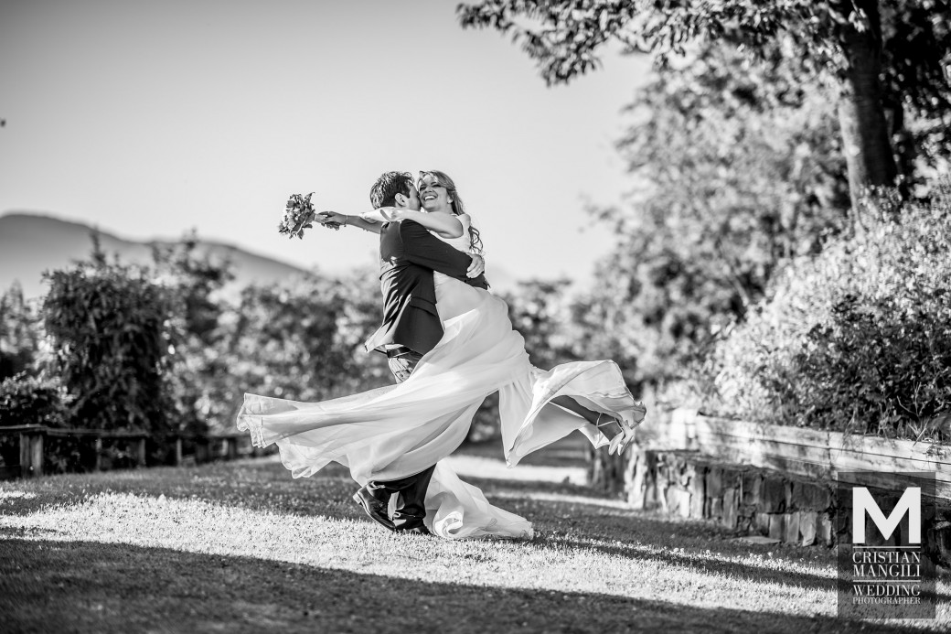 bride-and-groom-in-the-park-italian-wedding-photo