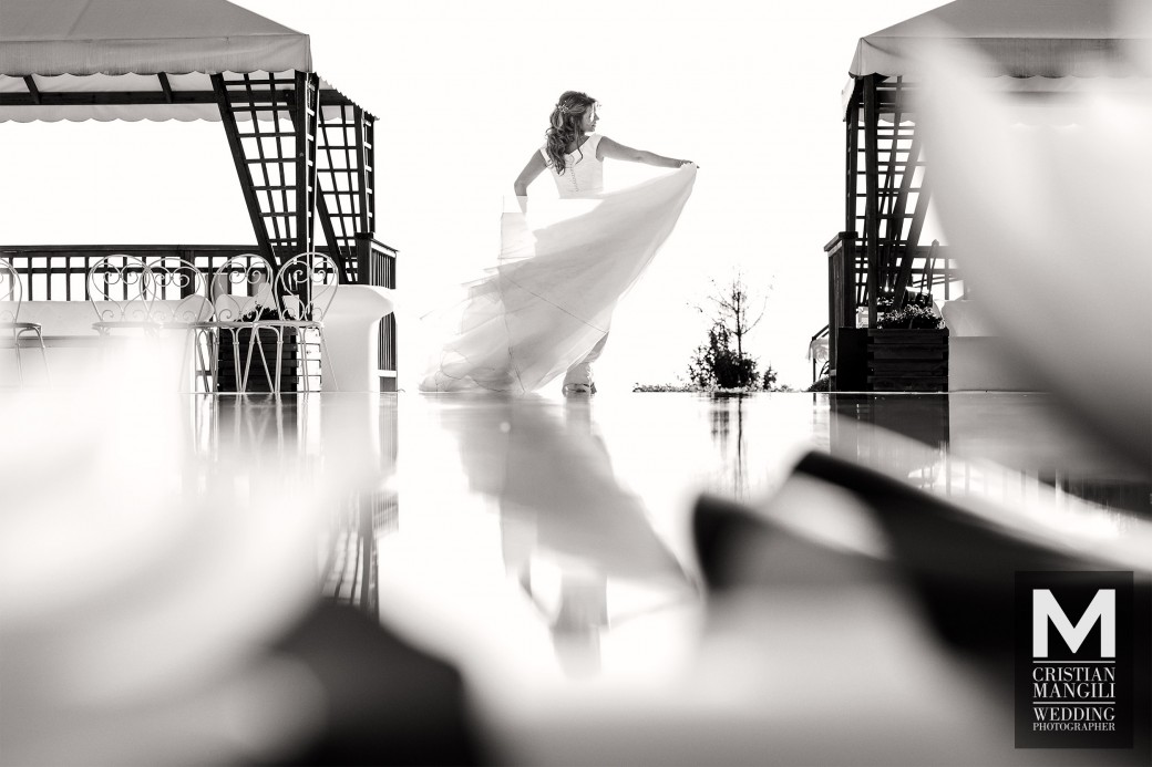 bride-reflecting-into-water-italian-wedding-photography