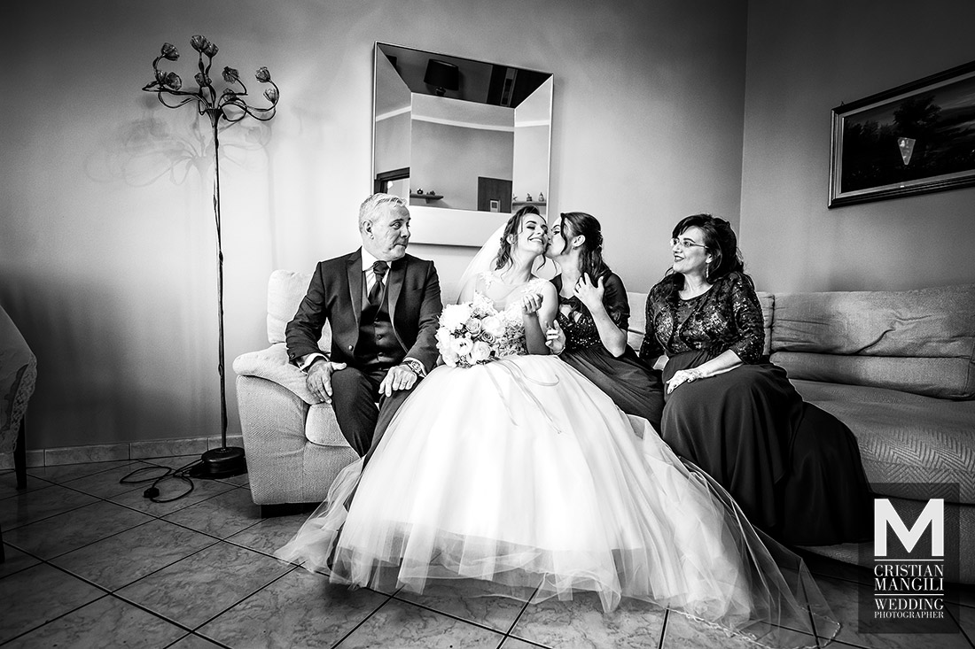 wedding-photo-bride-and-family