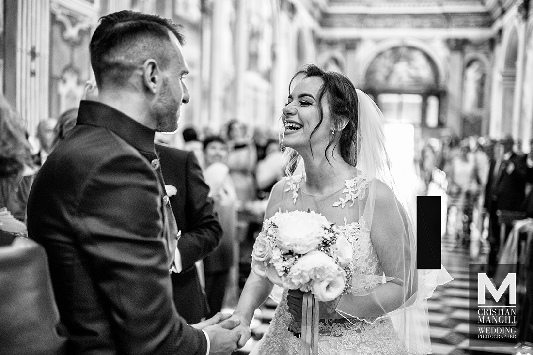 wedding-photography-bride-entering-church-italy
