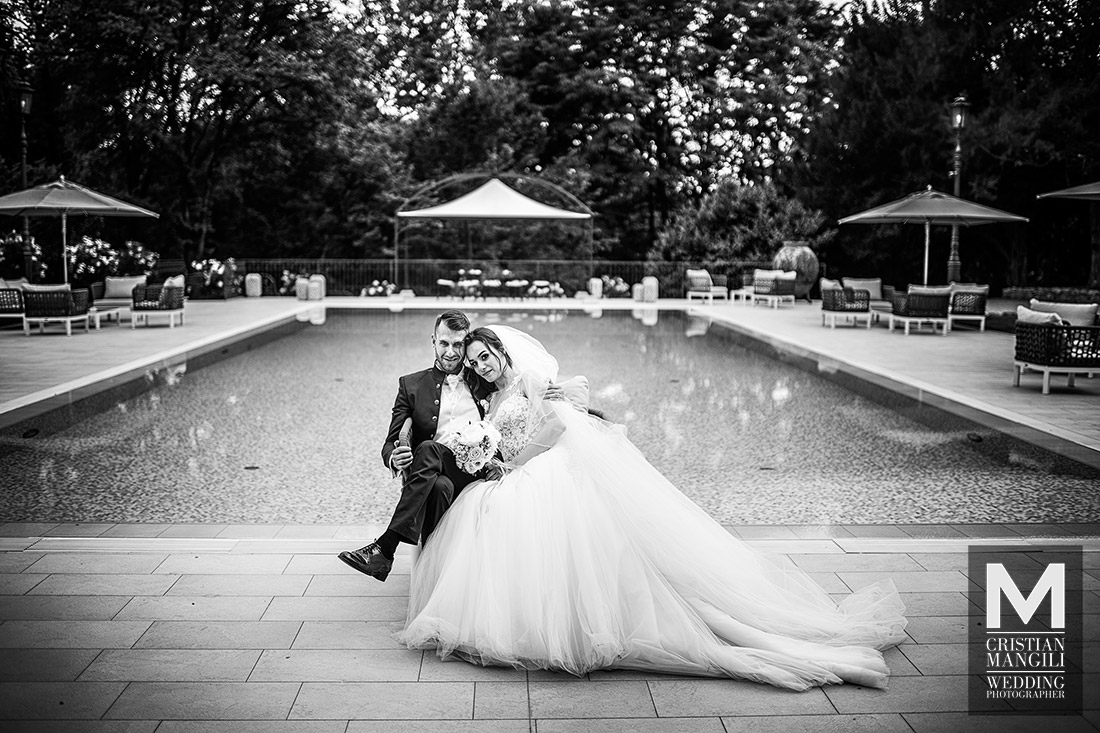 italian-wedding-photographer-pool-photo-villa-mattioli