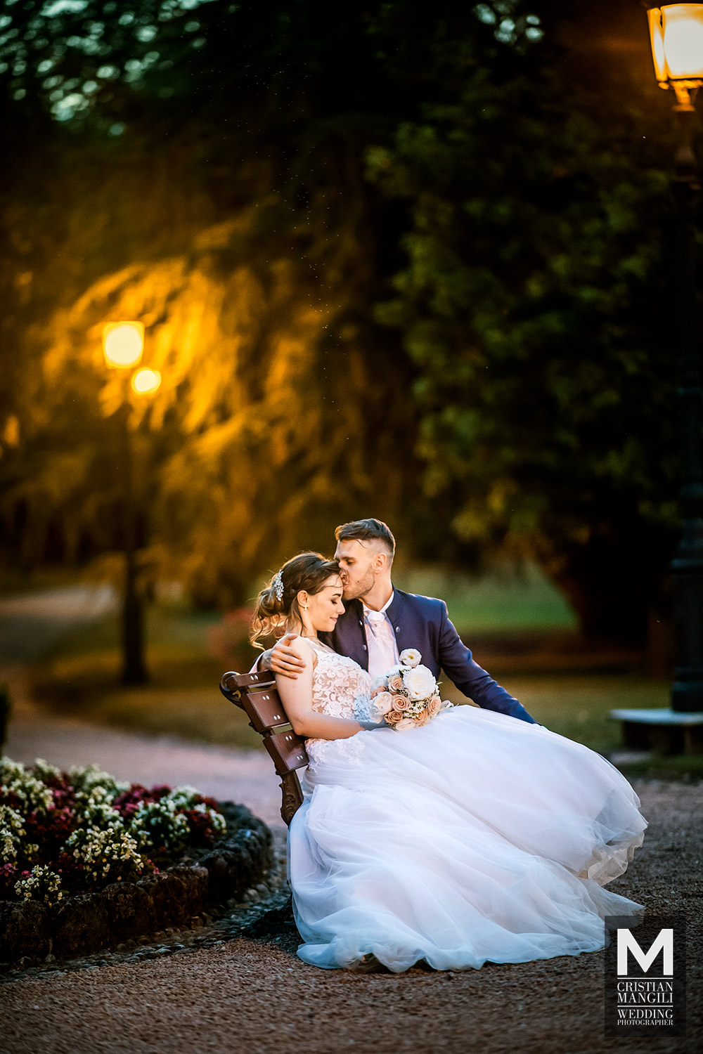 italian-wedding-photographer-bride-and-groom-kissing-bench