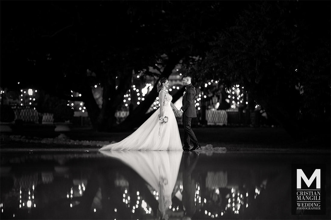 italian-wedding-photographer-water-pool-reflection-villa-mattioli