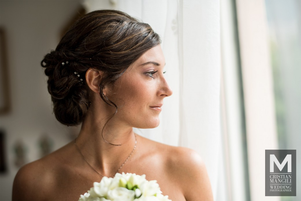 bride-looking-at-the-window-italian-wedding-photography