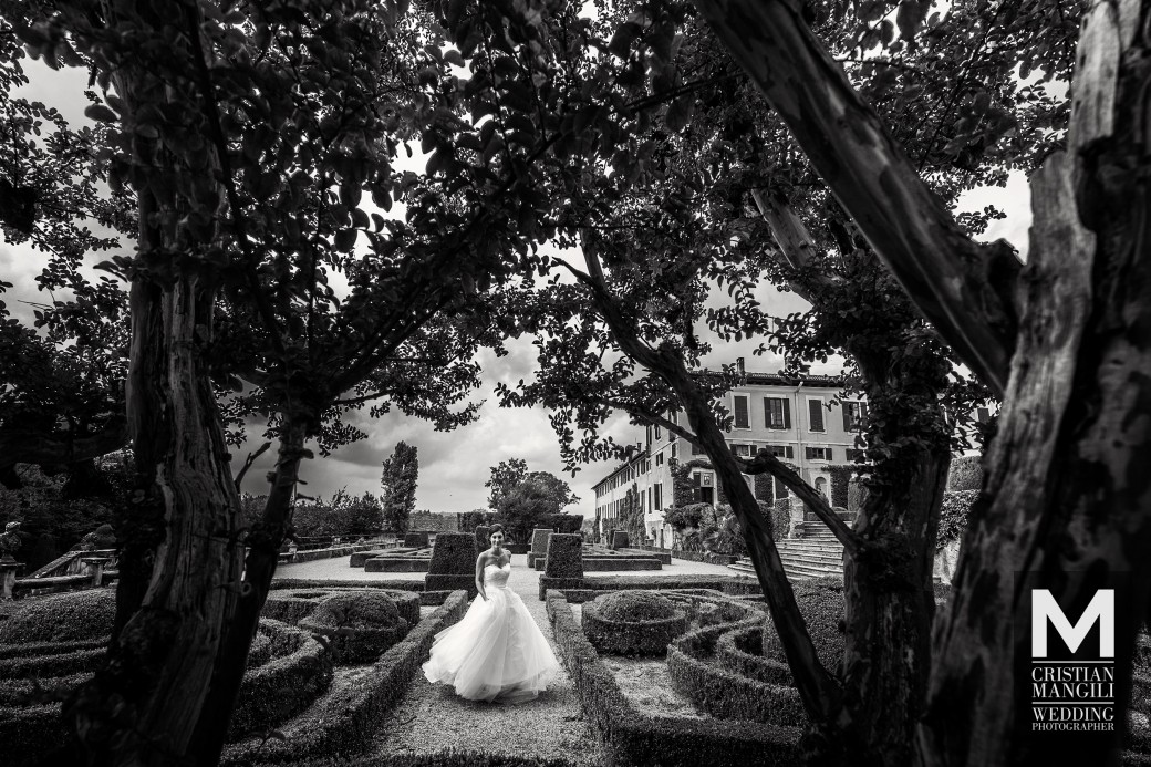 creative-black-and-white-wedding-photo