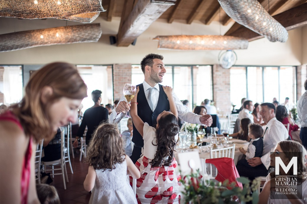 italian-restaurant-in-countryside-wedding-reportage