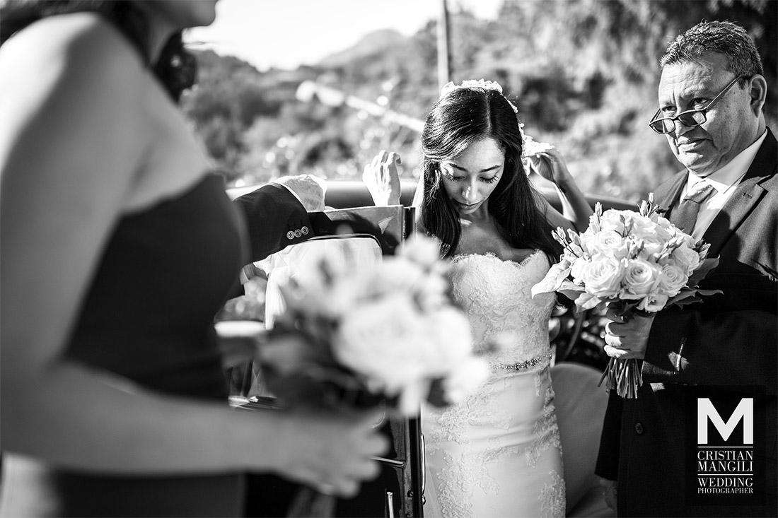 wedding-photographer-italy-lake-como-beautiful-bride-church-arrival