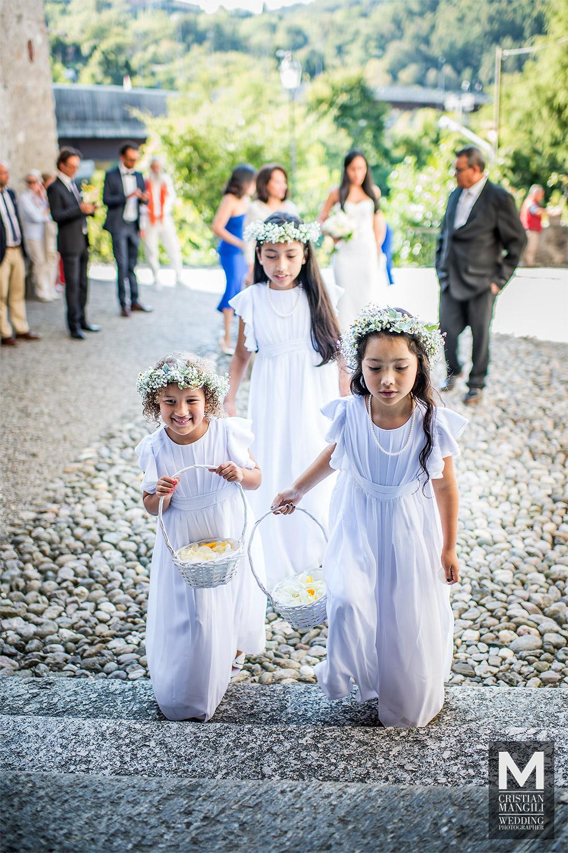 wedding-photography-lake-como-italy-children-entering-church