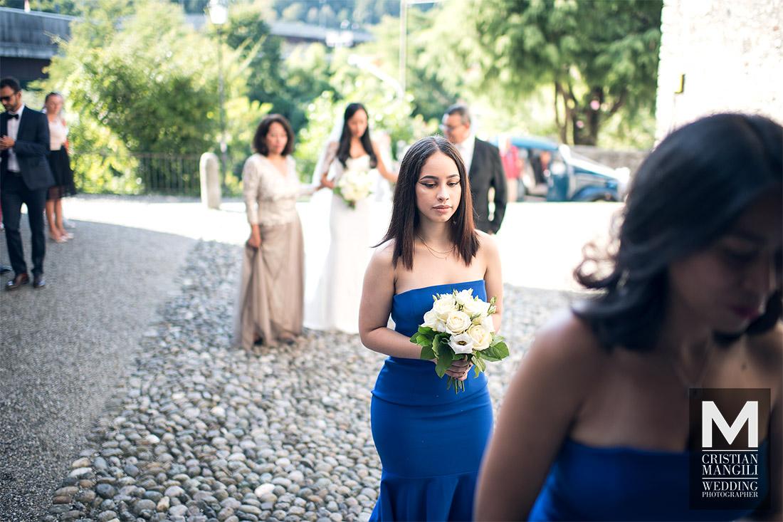 wedding-photography-lake-como-italy-beautiful-girl-entering-church