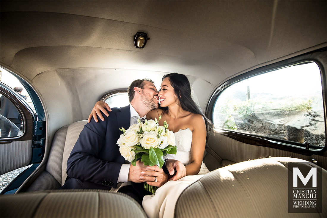 wedding-photographer-lake-como-italy-just-married-kissing-inside-car