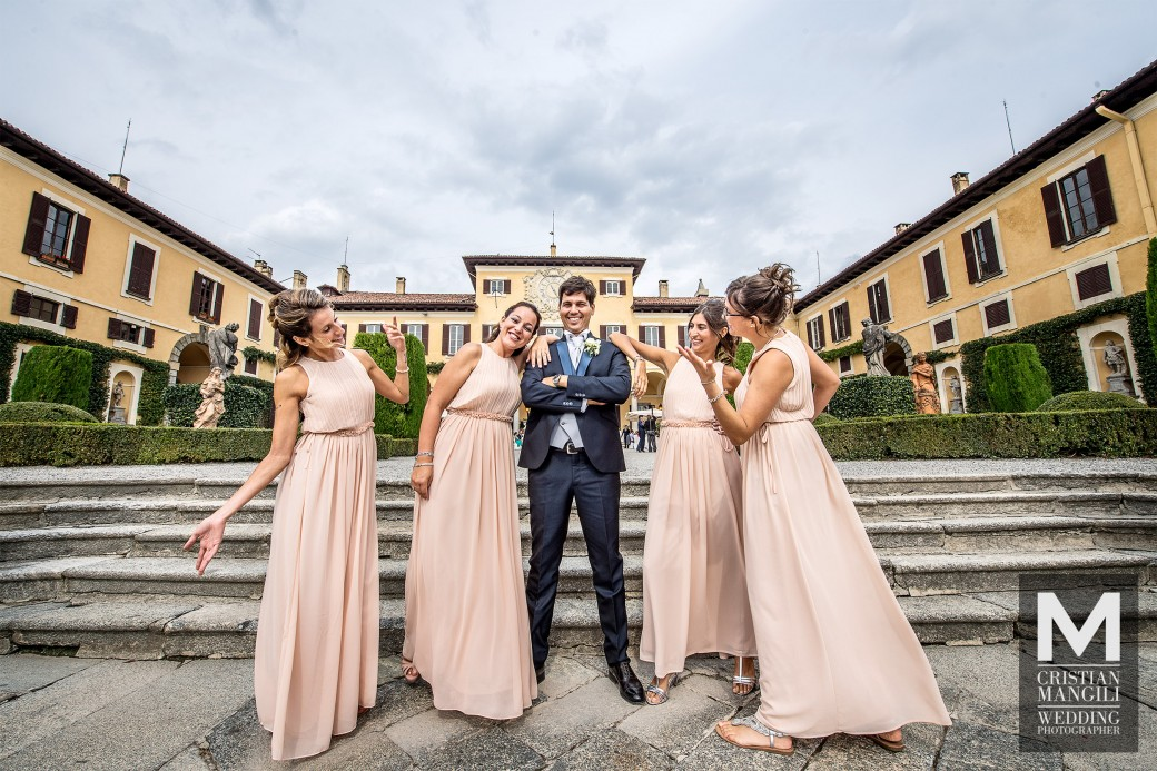 groom-and-bridesmaids-wedding-in-italy