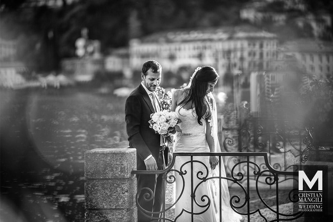 wedding-photographer-kissing-on-lake-como-italy