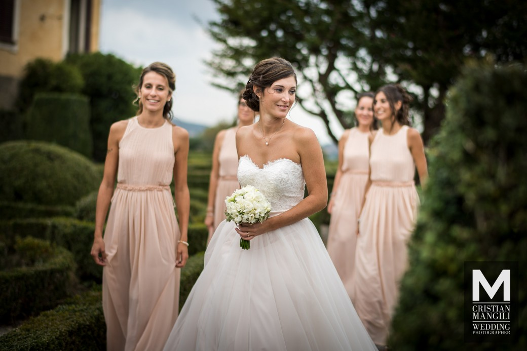 bride-and-bridesmaids-wedding-in-italy