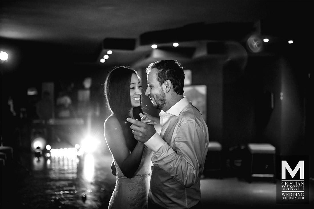 wedding-photography-como-lake-beautiful-bride-and-groom-romantic-dance