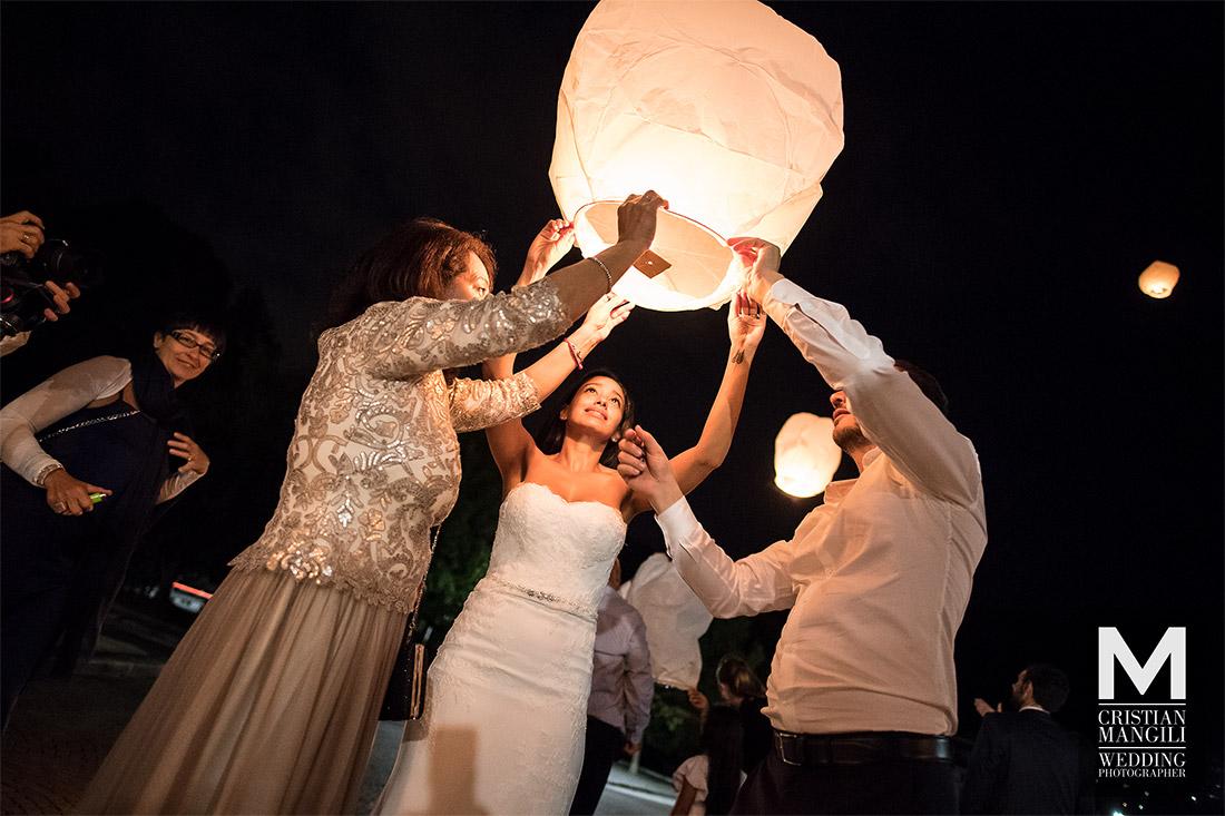 wedding-photography-como-lake-beautiful-bride-and-groom-night-lantern