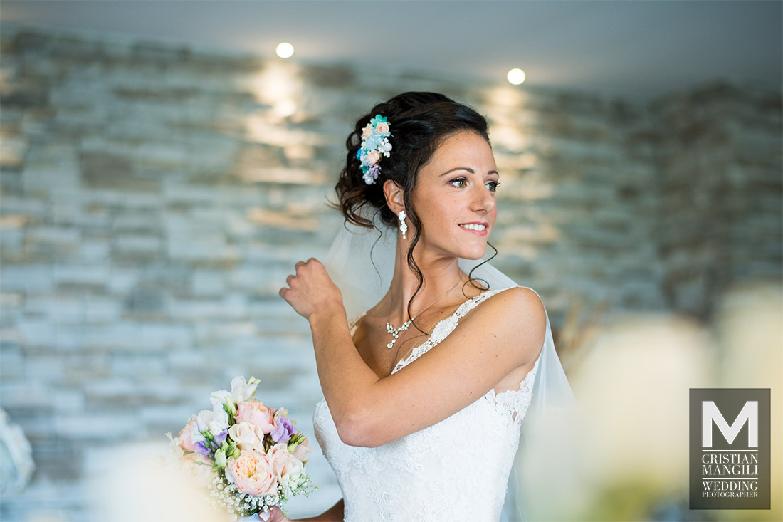 beautiful-bride-dressing-italian-wedding-photography