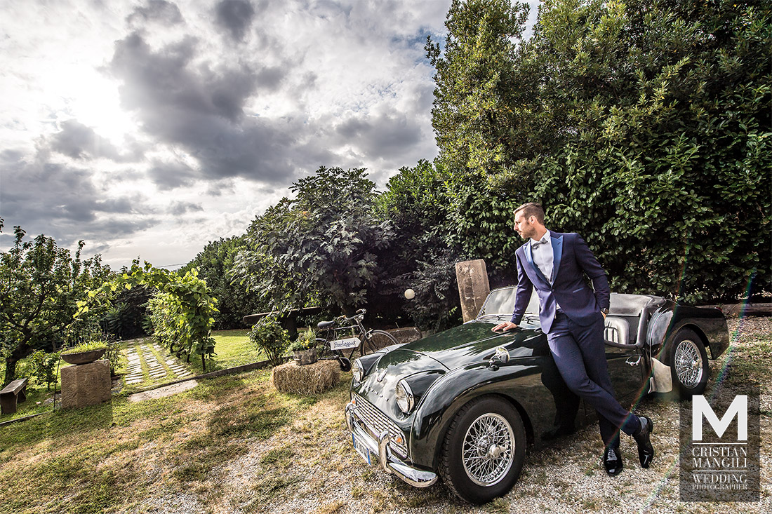 italian-wedding-photographer-groom-car
