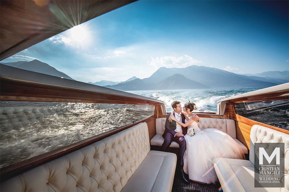 newlyweds-kissing-on-boat-como-lake-professional-wedding-photography