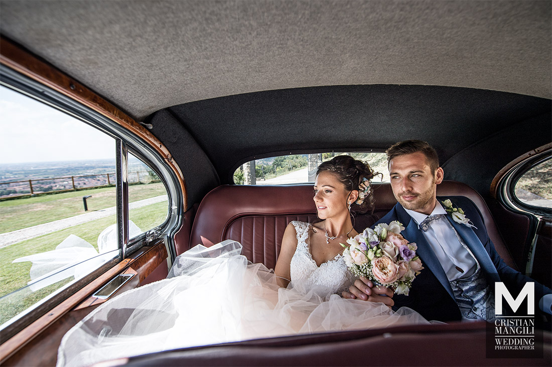 just-married-car-wedding-photo