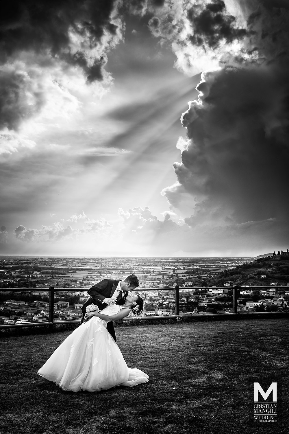 artistic-black-and-white-wedding-photography