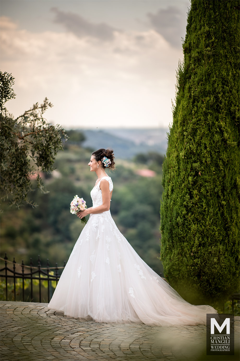 bride-walking-in-franciacorta-wedding-photo
